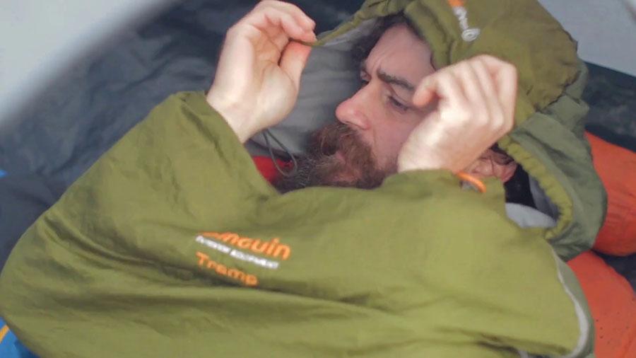 спален чувал за преходи и спане в палатка
